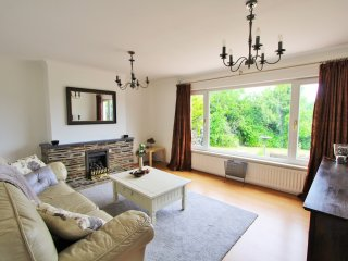 Cornerways: Quiet Home On The Leafy Lankelly Lane with Garden & Parking