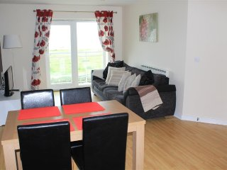 Eastbourne Holiday Apartment With sea front Balcony, wifi, tv