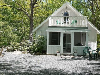 Cross Carriage House - waterfront on Frenchmans Bay