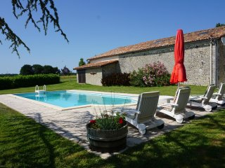 Peaceful holiday home for 6 people with private swimming pool Southern Charente