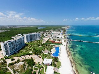 Excellent beachfront 2 BDR CONDO- amazing views !