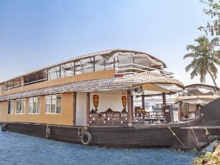 Well-appointed 2-BR houseboat for a small group