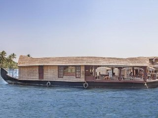 1-BR houseboat tailor-made for couples