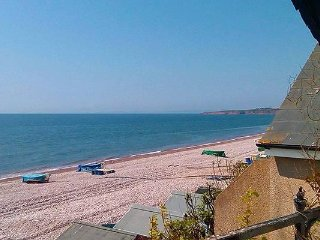 The Old Clink Annexe self-catering holiday apartment with beach and sea views