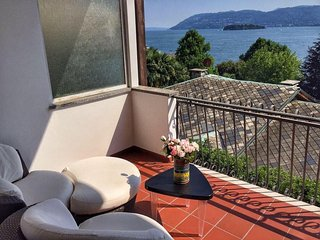 Cardellino apartment in Verbania Suna in front of the lake
