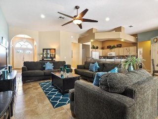 222NW. 5 Bedroom 3 Bath Pool Home With Games Room, DAVENPORT FL