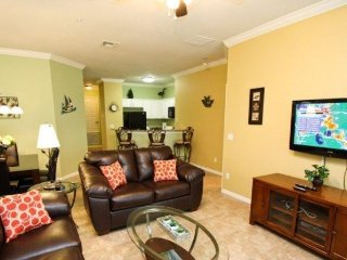 3 Bedroom 2 Bathroom Town Home 1.5 Miles To Disney. 2809OD