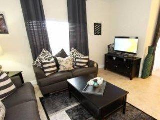 4 Bedroom 3 Bathroom Town House in Paradise Palms. 8924CUBA