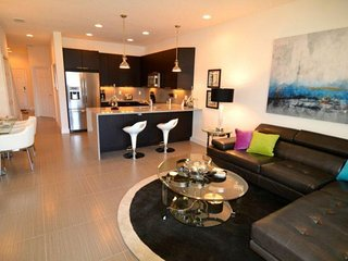 Ultra Modern Town Home with Large Bedrooms and Private Splash Pool. 17740PA