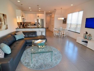 Modern 3 Bedroom Townhome with Private Splash Pool. 17534PA