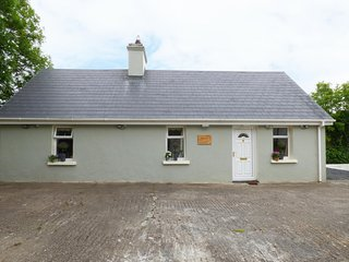 CROSSBEIGH COTTAGE, sleeps five, woodburning stove, patio, Cooraclare, Ref