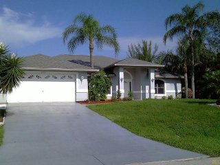 Villa Kyra Cape Coral Waterfront Vacation home 3/2 Pool