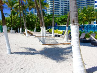 OCEANFRONT BLDG, DELUXE 2 BR,  PRIVATE BEACH, POOL, TENNIS COURTS, FREE TROLLEY