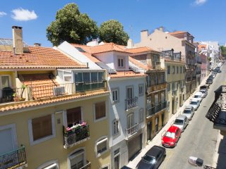AS1- Upscale 4BR, 2BR balcony apartment in the heart of Lisbon