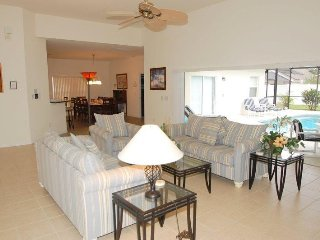 4 Bed 4 Bath Pool and Spa Home Near The Attractions. 642BC