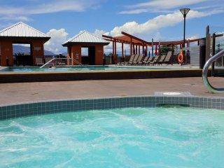 Top Floor 2bedroom+den with great Lakeviews in Playa Del Sol Resort