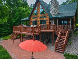 Stunning lake views, great outdoor space, close to Wisp!