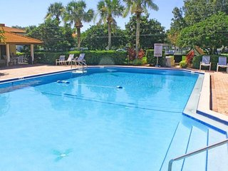 4039AD. Lovely 2 Bed 2 Bath Condo in Gated Golf Resort Community
