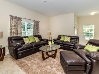 5 Bed 4 Bath Townhome with Splash Pool in Paradise Palms. 8980CAT