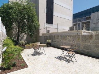 Republica Modern II apartment in Santo Ildefonso with WiFi, private terrace & ba