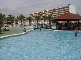 3 PISCINAS GRANDES Y PLAYA A 80 M. VISTAS al mar laterales