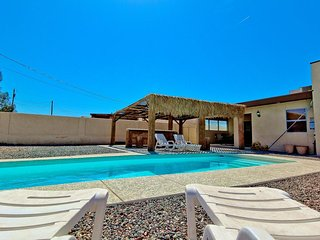 Beautiful 4bed/3bath Lake Havasu City home w/ pool