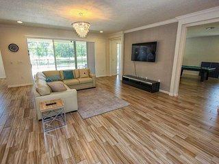 Beautiful 7 Bedroom 7.5 Bath Pool Home in Sonoma Resort. 3941OA