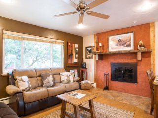 PERFECT 'HOME AWAY FROM HOME' NEAR SKIING, WALK TO TOWN! GREAT FOR FAMILIES!