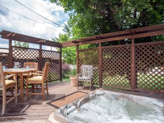 Perfect 'Home Away From Home' Near Skiing &Town! Hot Tub! Great For Families!