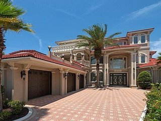 New Listing.. Bella Casa.. Over 6000sq of paradise awaits you!!! FREE Golf!