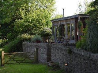SKN01 Log Cabin in Hay-on-Wye