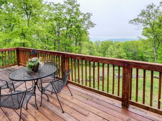 Secluded Hot Springs Cabin w/Patio & Forest Views!