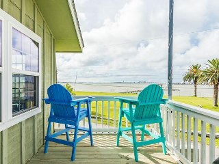 Area Not Impacted by Hurricane: 3BR w Deck, Canal Views & Private Dock