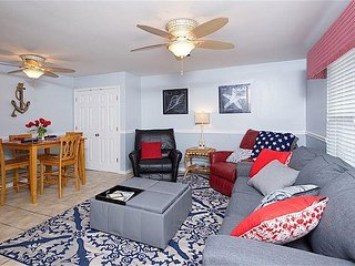 2BR/2BA Corner Ground-Floor Unit w/ Pool - Walk to Beach