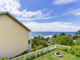 Dog-friendly studio condo w/ ocean views & nearby beach access!