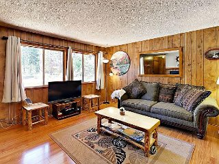 3BR Dog-Friendly Tahoe City House Near Hiking and Skiing; Walk to Lake