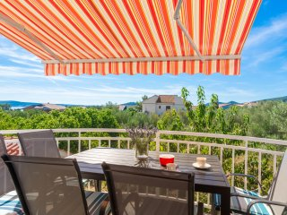 Apartment Nives-Two Bedroom Apartment with Balcony and Sea View