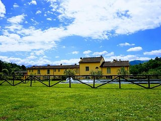 SunnySide casa con piscina fra le colline Lucchesi