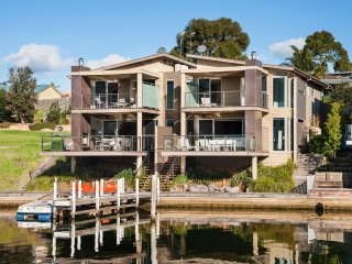 Luxury Waterfront Accommodation with Private Jetty