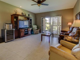 Golf course retreat, with shared pool, hot tub, and easy attraction access