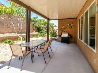 Ranch home w/ a shared hot tub and swimming pool, near kids' playground & lakes!