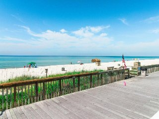 Oceanfront resort getaway w/sea views, shared hot tub & seasonally heated pools