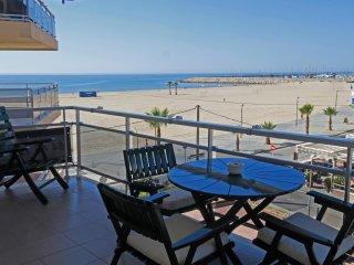 Cómodo Apartamentoen Torredembarra Primera línea de playa Magníficas vistas