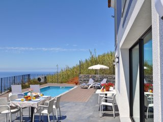 NEW! Summer availability - Superb villa, pool, A/C, panoramic sea-view, Eden Sky