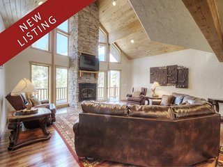 Elegant Mountain House with Views and Vaulted Ceilings