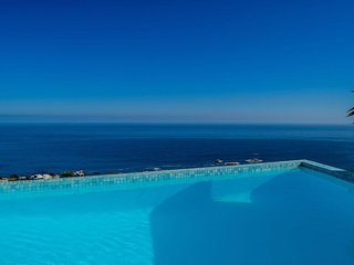 Oceanscape Camps Bay - Cape Town Vacationer