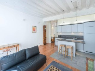 One bedroom Newly Renovated rue St Honore