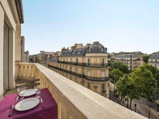 Dream nest with balcony close to Champs Elysées