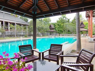 Nagawana Villa sleeps 10 people in Pattaya