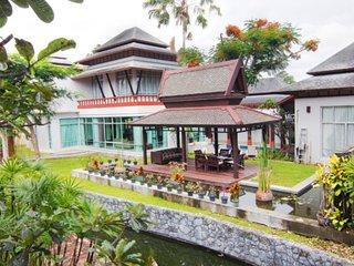 Nagawana Villa sleeps 11 people in Pattaya